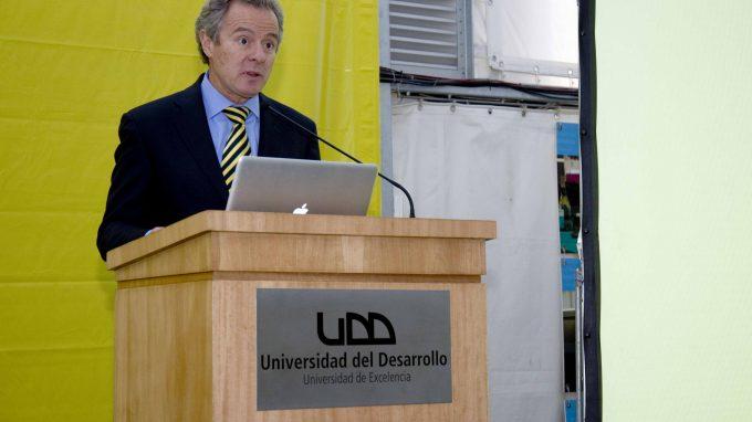 Rector Federico Valdés expone sobre el proyecto TID