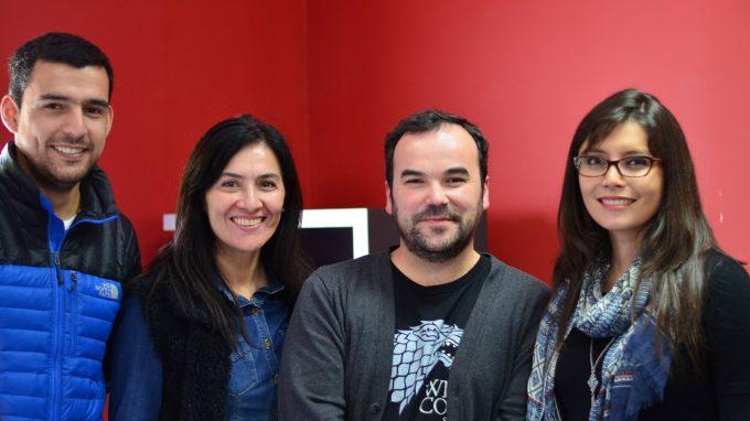 Paulina Contreras junto a alumnos del Certificado de Introducción a la Innovación