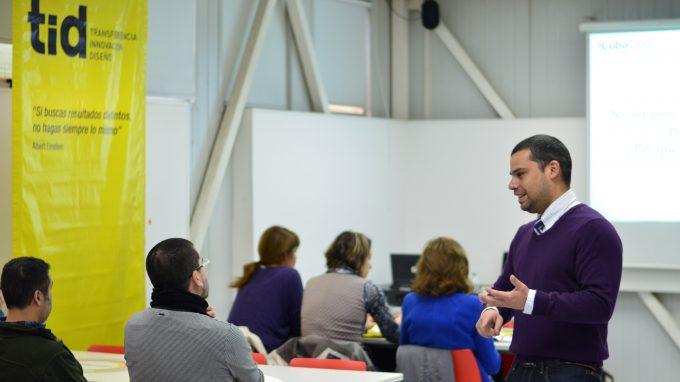 Níckolas Laport dicta Certificado de Introducción a la Innovación