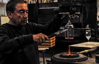 Notable trabajo en vidrio soplado en ramo Objetos IV, Concepción
