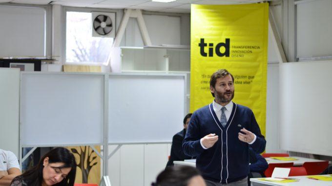 Alejandro Pantoja dictando clase TID