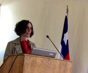 Úrsula Bravo presenta la ponencia para Políticas Públicas y Diseño