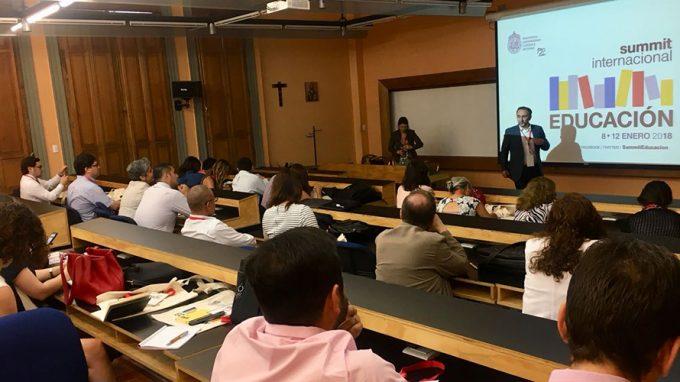Sergio Majluf expone en Summit Internacional de Educación UC