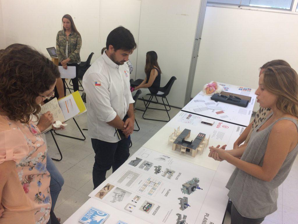 María José Williamson, ONG y alumnos evaluando proyectos