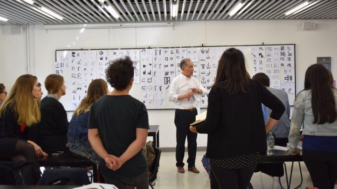 Dennis Ichiyama dictando worshop de Letterpress con alumnos de Diseño UDD