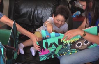 Exalumna de Diseño crea juguete para acompañar a niños con cáncer