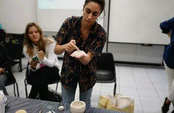 Destacada diseñadora chilena lideró workshop de cerámica en Concepción