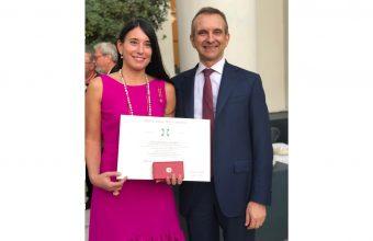Decano Alejandra Amenábar recibe condecoración oficial de Italia