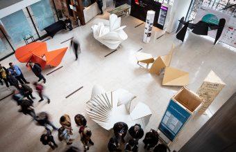 Estudiantes de HEAD-Genève y de Diseño UDD crearon nuevas versiones de la Ines-Table de Enric Miralles